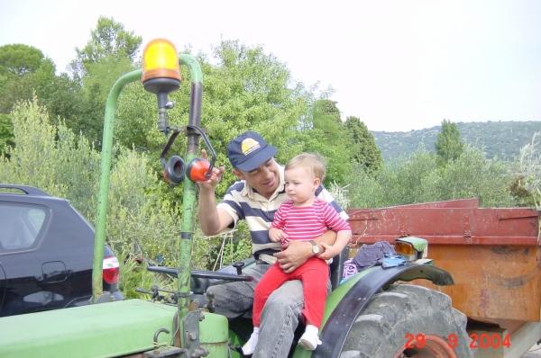 Sylvain-Malena-au-tracteur